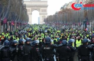 Fransa'da 'sarı yelekliler' protestosunda...