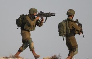 İsrail askerlerinin yaraladığı Filistinli genç...