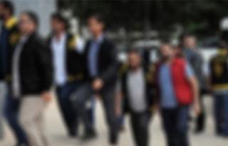 İzmir'de operasyon: 2'si üsteğmen 11...