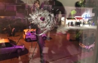 Kahvehane önündeki tartışmada baba-oğulu vurdu