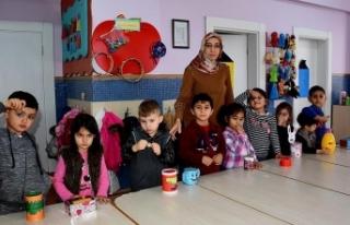 Minik öğrencilerin kumbaraları Mehmetçik için...