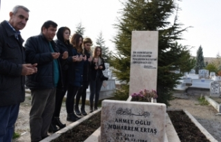 Muharrem Ertaş mezarı başında anıldı