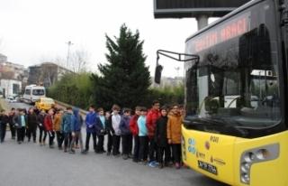 Öğrencilere toplu taşıma adabı öğretildi