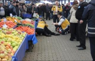 Pazarda alışveriş yapan kadın başından vuruldu