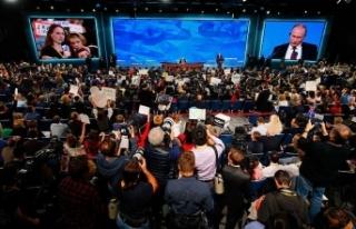 Putin'in basın toplantısına gazetecilerden...