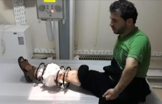 Saldırıda yaralanan eski Suriyeli futbolcuya yardım...