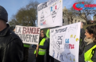 Sarı Yelekliler Paris'in turistik yerlerinde
