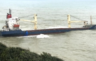 Şile'de karaya oturan kuru yük gemisi halen...
