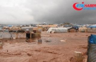 Suriye'de sığınmacı kamplarını vuran selde...