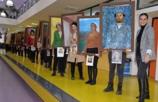 Ünlü ressamların 'yürüyen tabloları'...