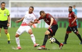 Antalyaspor Musa Nizam ile yollarını ayırdı