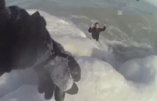 Buz tutan gölde donmak üzere olan adamı ve köpeğini...