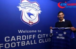 Cardiff City'in yeni transferi Sala'yı taşıyan...