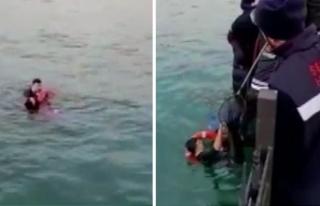 Çevik Kuvvet polisi, denize düşen genç kızı...