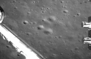 Chang'e-4'ün ayın karanlık yüzeyine inişinin...