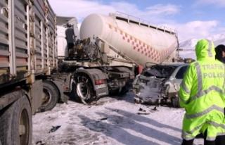 Erzurum'da 7 araç birbirine girdi: 1 ölü,...
