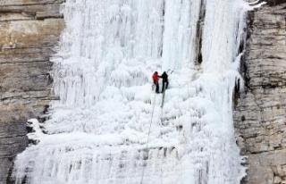 Erzurum'da uluslararası buz tırmanış festivali...