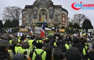 Fransa'da sarı yeleklilerin gösterileri 9'uncu...