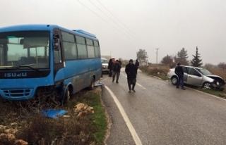 Gaziantep'te yolcu midibüsü ile otomobil çarpıştı:...