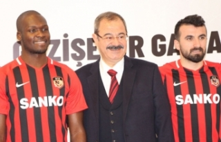 Gazişehir Gaziantep'de Moussa Sow ve Erhan Çelenk...