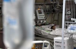 Gazze'de yakıt krizi nedeniyle bir hastanede...