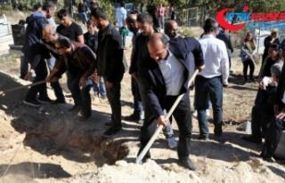 HDP'li vekiller terörist cenazelerinin baş...