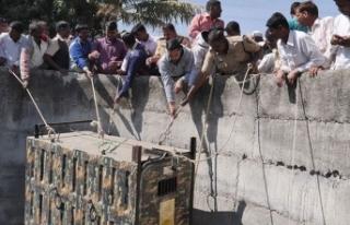Hindistan'da leopar sıkıştığı kuyudan böyle...