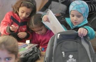 İdlib'de rejim saldırıları nedeni ile okullarda...