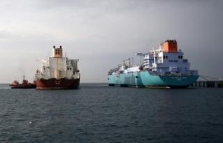 'İki dev gemi' arasındaki LNG transferi...