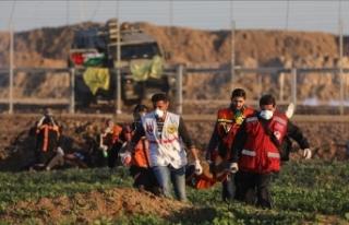 İsrail askerlerinin yaraladığı Filistinli çocuk...