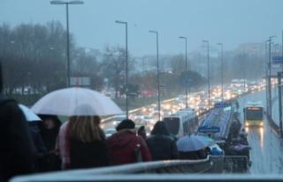 İstanbul için yağmur uyarısı! Meteoroloji saat...
