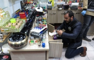 Kadıköy'de hediyelik eşya dükkanlarına uyuşturucu...