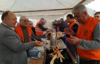 Kadirli Sucuk Ekmek Festivalinde 2 ton sucuk dağıtıldı