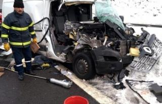 Kamyonet TIR'a çarptı: 1 ölü, 1 yaralı