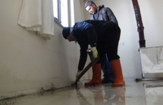 Karlar eridi, evi su bastı