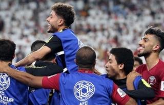 Katar BAE'yi farklı yenerek Asya Kupası'nda...