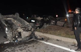 Kavşakta iki otomobil çarpıştı: 1 ölü, 3 yaralı