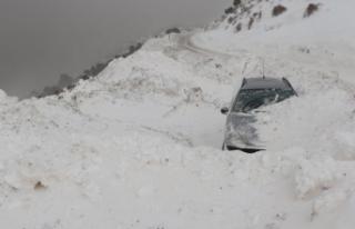 Kayak merkezinde mahsur kalanları kurtarma çalışmaları...