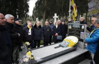 Lefter Küçükandonyadis mezarı başında anıldı