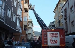 Maltepe'de yangında mahsur kalan 4'ü çocuk...