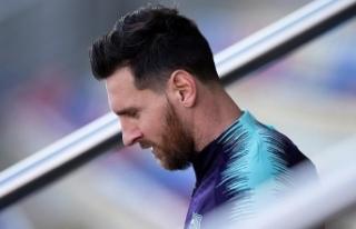 Lionel Messi'ye 3 ay men cezası