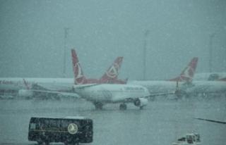 Olumsuz hava koşulları uçuşları aksattı