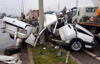 Otomobil ikiye bölündü: Ölü ve yaralılar var