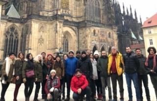 Prag gezisine katılan öğretmenlerden Vali Sonel'e...