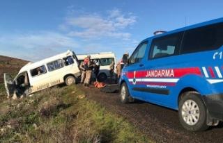 Şanlıurfa'da servis minibüsleri çarpıştı:...