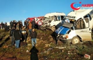 Şanlıurfa'da feci kaza: 2 ölü, 15 yaralı