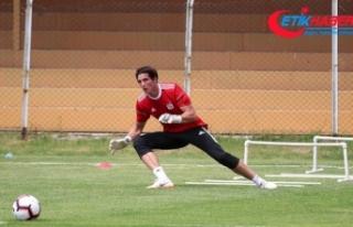Sivasspor'da Uruguaylı kaleci Rochet formayı...