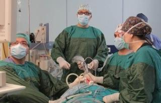 Türk cerrahlar Azerbaycan'da izsiz tiroit ameliyatı...