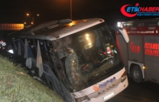 Yolcu otobüsü devrildi: 2 ölü, 21 yaralı