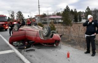 Annesini hastaneye götürürken kaza yaptı: 2 yaralı